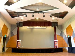 Sinaran Hall by MZH Design Modern