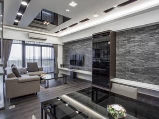 現代風居家暗藏玻璃屋!沉穩灰階也能展現明、淨、透  :  客廳 by 唐御品空間設計,