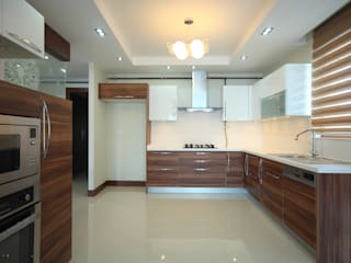 Kitchen Renovated in Mumbai:  Kitchen by Interior Five