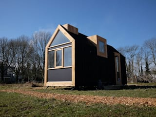 Tiny House 1.0: modern  door Studio D8, Modern
