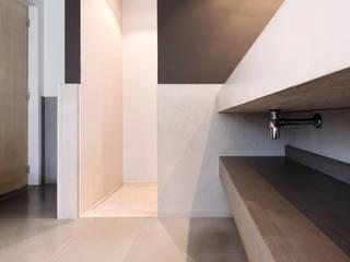 Moderne badkamer met beton:  Badkamer door Betonal