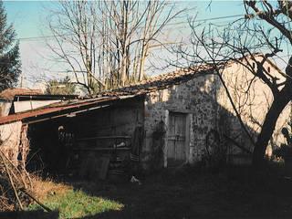 Country style house by Arch. Della Santa Giorgio Country