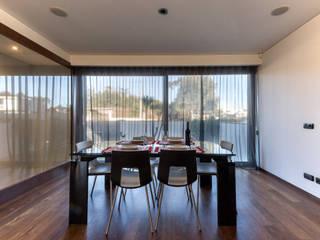Moradia T3 : Salas de jantar modernas por daniel Matos fernandes
