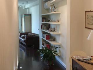 Classic style corridor, hallway and stairs by Arch. Della Santa Giorgio Classic