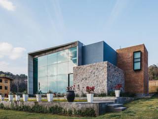 CASA HERRADURA de Zona Arquitectura Más Ingeniería Moderno