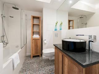 Banheiros modernos por Biendesign Pracownia Wnętrz Moderno