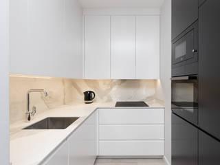 projekt wnętrza mieszkania: styl , w kategorii Kuchnia na wymiar zaprojektowany przez Dmowska design