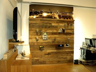 Altholz Wandpaneele ein Unikat in Eiche Mediterraner Flur, Diele & Treppenhaus von Pfister Möbelwerkstatt GdbR Mediterran