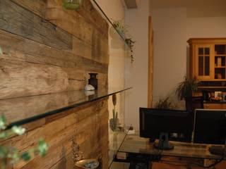 Altholz Wandpaneele ein Unikat in Eiche Rustikale Wände & Böden von Pfister Möbelwerkstatt GdbR Rustikal