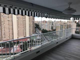Nowoczesny balkon, taras i weranda od Viseka Nowoczesny