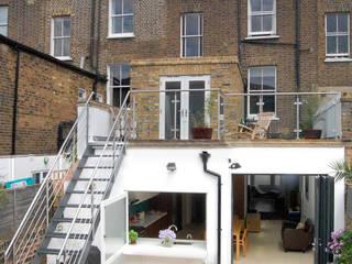 Casas de estilo  por Martins Camisuli Architects, Moderno