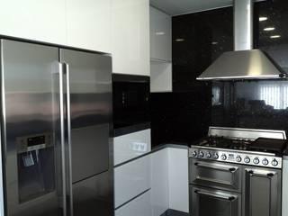 by Moderestilo - Cozinhas e equipamentos Lda Minimalist