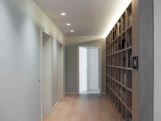Corridor & hallway by TINNAPPELMETZ, Modern
