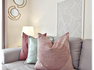 The Earth Palette: Salas de estar mediterrânicas por RG Home Stylist