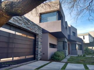 Fachada: Casas unifamiliares de estilo  por aarquitectos