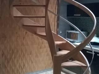 Escalera modelo DUBAI HELIKA Scale Escaleras Madera maciza Acabado en madera