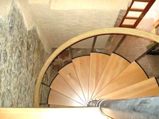 Escalera caracol MONTREAL de HELIKA Scale Moderno