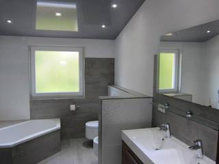 Mehrfamilienhaus Bad Rappenau Moderne Badezimmer von BV Design & Bau Modern