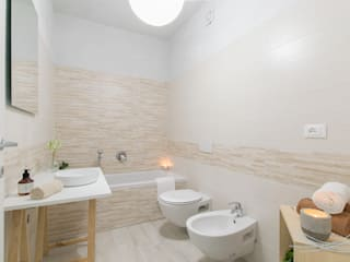 Modern bathroom by Home Staging & Dintorni Modern