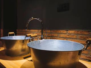 Bodegas Valcuerna: Locales gastronómicos de estilo  de La Proyectual
