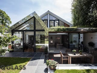Priory Park Modern houses by IQ Glass UK Modern