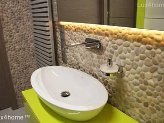 Bezowe otoczaki na scianie w lazience - mozaika z otoczakow: styl , w kategorii Łazienka zaprojektowany przez Lux4home™