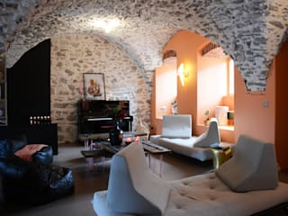 Salas de estar ecléticas por Koya Architecture Intérieure Eclético