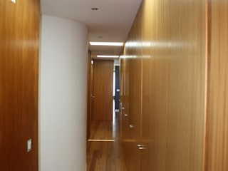 PE. Projectos de Engenharia, LDa Modern Corridor, Hallway and Staircase
