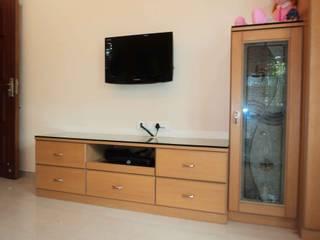 Sathyanarayanan Home Interior Design-2, Bangalore:  Living room by Bhavana Interiors Decorators