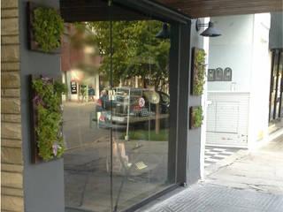 Diseño e intervención de Fachada - Local Comercial de Laura Vidal Estudio de Paisajismo - Interiorismo Moderno