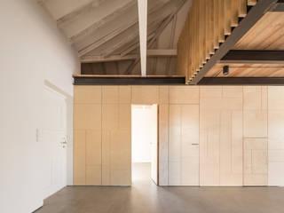 Casa na Trafaria Salas de estar minimalistas por Manuel Tojal Architects Minimalista