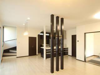 三浦喜世建築設計事務所 Modern Living Room Wood White