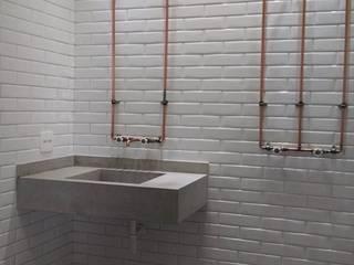 Reforma de apartamento no Edifício Copan Banheiros industriais por Rehabitat Construção e Reforma Inteligente Industrial