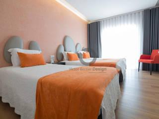 Quartos RM Hotel - Design By Victor Bertier Design: Hotéis  por Victor Bertier Design