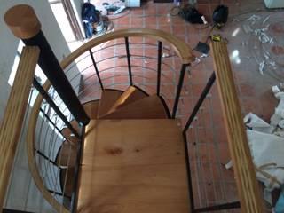 Escalera caracol TORONTO de HELIKA Scale Moderno