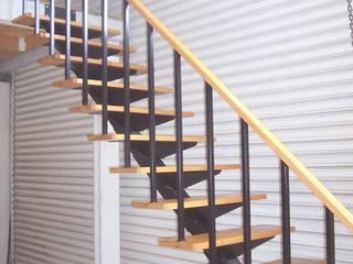 Escalera recta modelo MODENA de HELIKA Scale Moderno