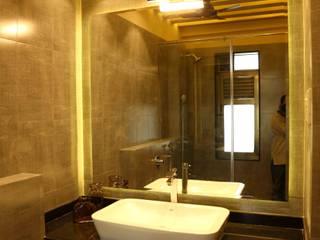 Mr. Tarun Bansal, Deonar:  Bathroom by Aesthetica