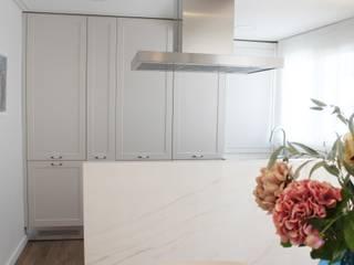مطبخ ذو قطع مدمجة تنفيذ ALARCA. Interiorismo&Hogar
