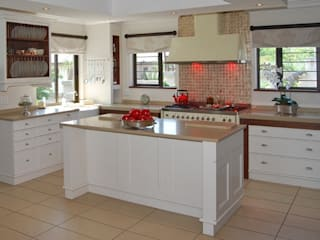 Kitchen Design :   by Nukitchen Interiors