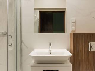 Apartament Kolonialny: styl , w kategorii Łazienka zaprojektowany przez Pracownie Wnętrz Kodo