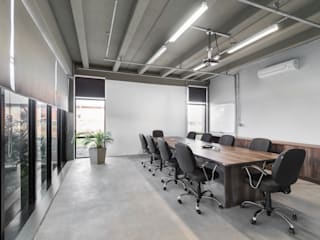 Engemold Espaços comerciais industriais por Hype Studio Industrial