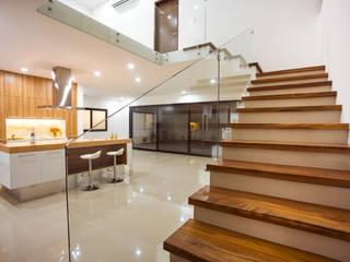 RESIDENCIA EN CANCUN, MX: Escaleras de estilo  por BCInteriorismo