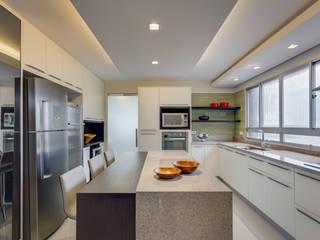 Cozinha TP: Cozinhas  por Alexandre Mandarino Arquiteto,Moderno