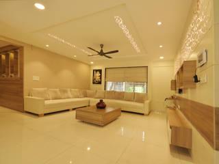 Living room by GREEN HAT STUDIO PVT LTD,