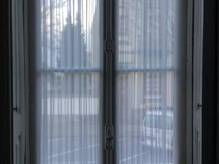 Cortinas em Voile: Corredores e halls de entrada  por Plano A