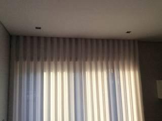 Calhas e Cortinas em linho: Salas de estar modernas por Plano A