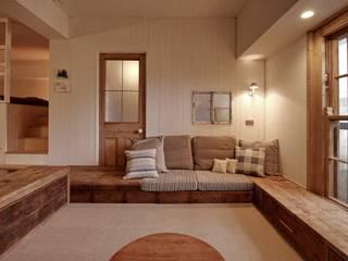 Apartment in tamagawa: Mimasis Design/ミメイシス デザインが手掛けたリビングです。,