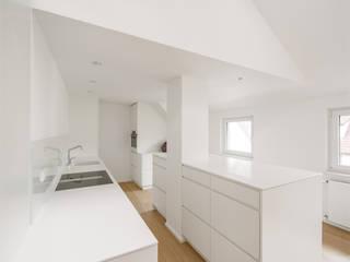 Schuster Innenausbau Dapur Modern White