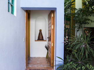 Ingreso: Puertas de estilo  por Bojorquez Arquitectos SA de CV