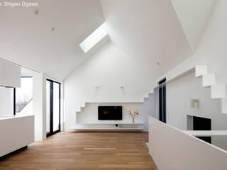 2階子世帯リビング: 石川淳建築設計事務所が手掛けたリビングです。,